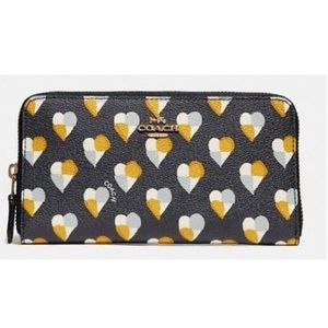 COACH Heart Accordion Zip Wallet Rare Print